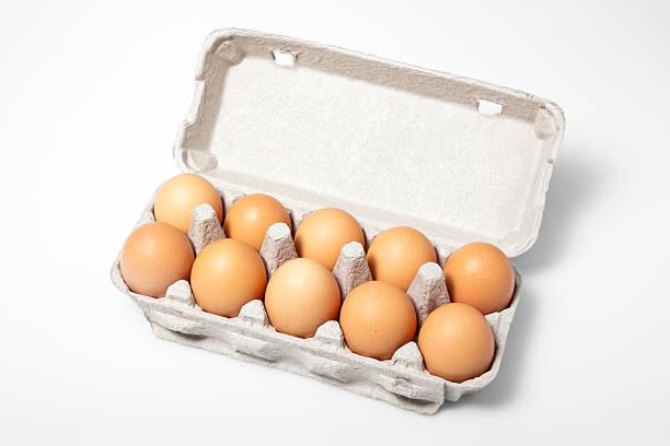 eier in kartonverpackung - eierverpackung stock-fotos und bilder