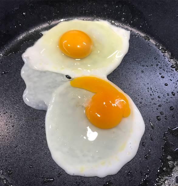 Eier im Bratpfanne – Foto