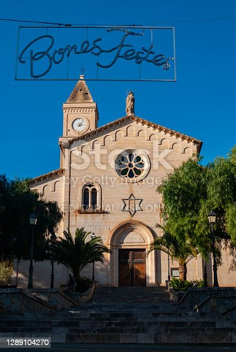 istock Eglésia Mare de Déu del Carme in Portocristo in the pre - christmas period 1289104270