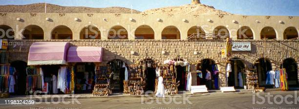 Egypt : Opening shops at Hatshepsut in Luxor