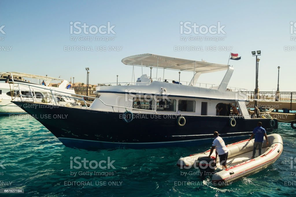 Egypt.Hurgada October 6, 2016. A pleasure yacht with tourists foto stock royalty-free