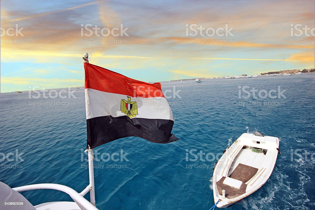 Egyptian flag flying at the stern boats - foto de stock