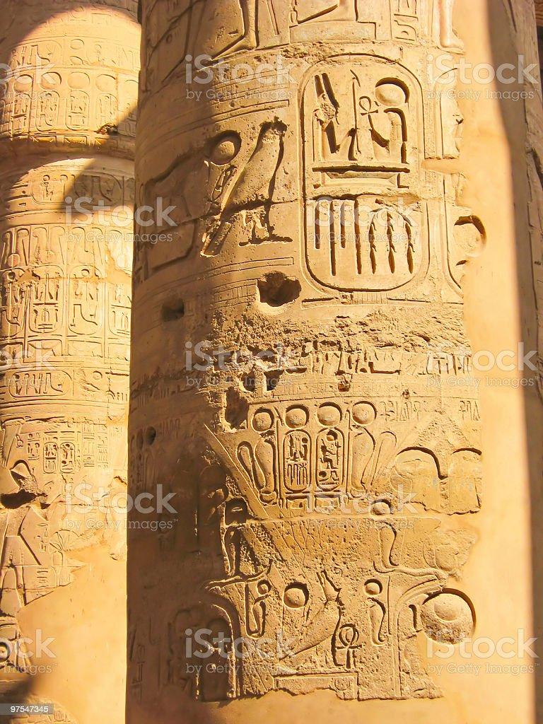 Egyptian Hiéroglyphe sur la colonne de Pierre photo libre de droits