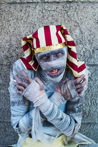 ägyptische mummy - ägyptisches make up stock-fotos und bilder