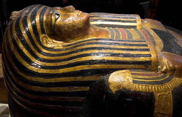 egyptian pharaoh sarcophagus - egyptisk kultur bildbanksfoton och bilder