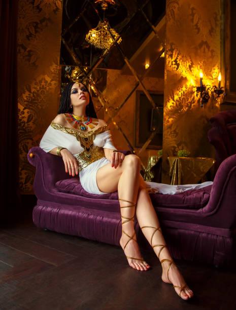 ägyptische königin kleopatra - ägyptisches make up stock-fotos und bilder