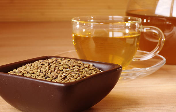 égyptien thé jaune - fenugrec photos et images de collection
