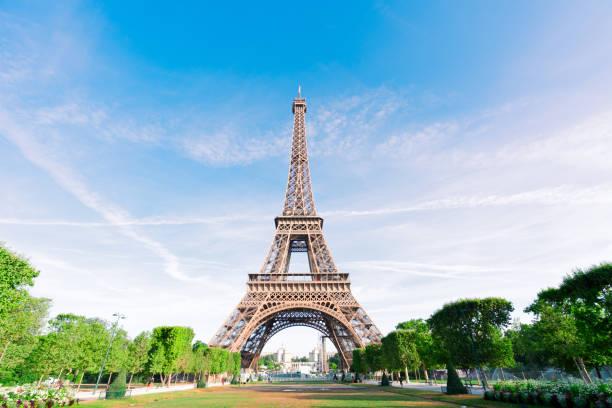 tour eiffel et paysage urbain de paris - tour eiffel photos et images de collection