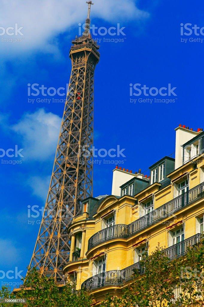 Torre Eiffel e arquitectura francesa de Les Invalides, ao nascer do sol – Paris, França - foto de acervo