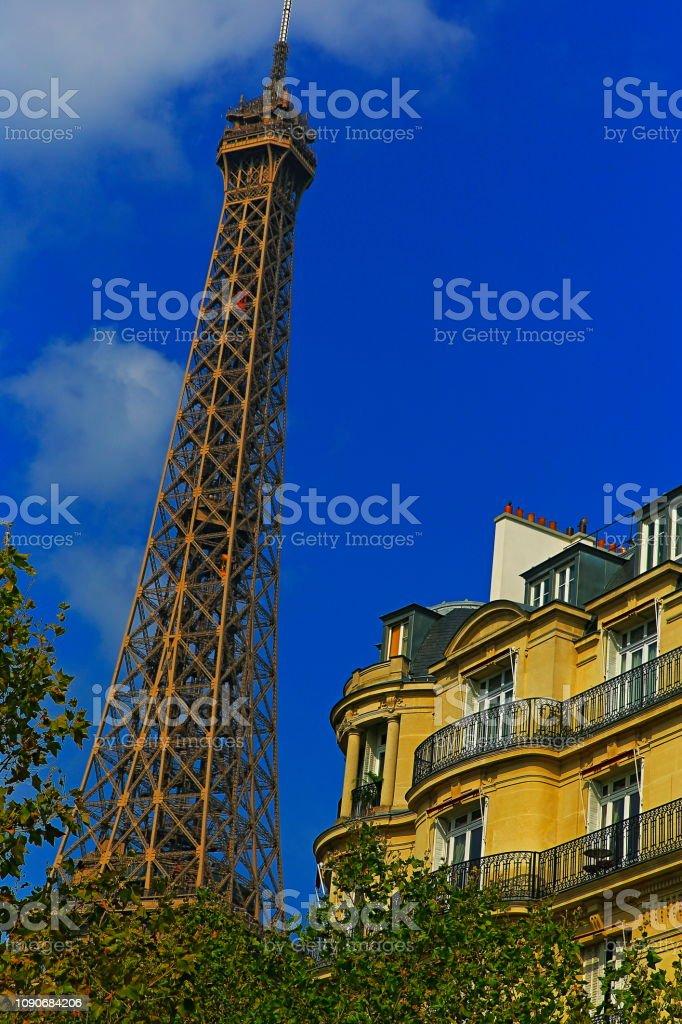 Torre Eiffel e arquitectura francesa de Les Invalides – Paris, França - foto de acervo