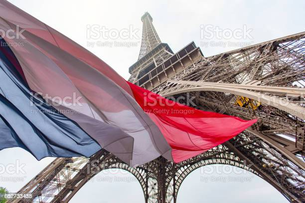 Eiffel Tower and French Flag - Foto stock royalty-free di Ambientazione esterna
