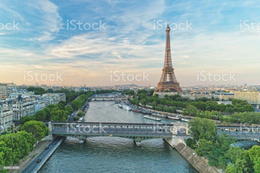 La Tour Eiffel et le Pont de Bir-Hakeim - Photo