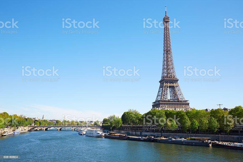 La Tour Eiffel et Seine, à une journée ensoleillée à Paris - Photo