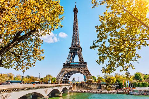 Foto de Torre Eiffel Em Paris França e mais fotos de stock de França - iStock