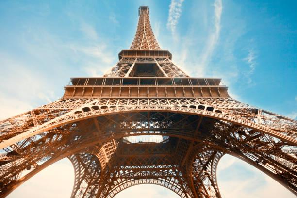 Blick auf den Eiffelturm von unten – Foto