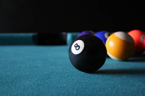 eight ball in sicht - filzkugeln stock-fotos und bilder
