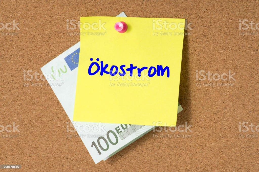 Ein Euro Geldschein und ein Zettel mit dem Wort Ökostrom стоковое фото
