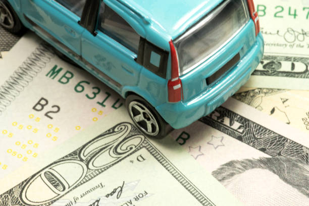 Ein Kleinwagen und Dollar Geldscheine stock photo