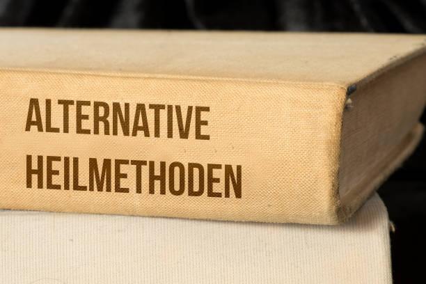 Ein Medizin Buch für die alternative Heilmethoden stock photo