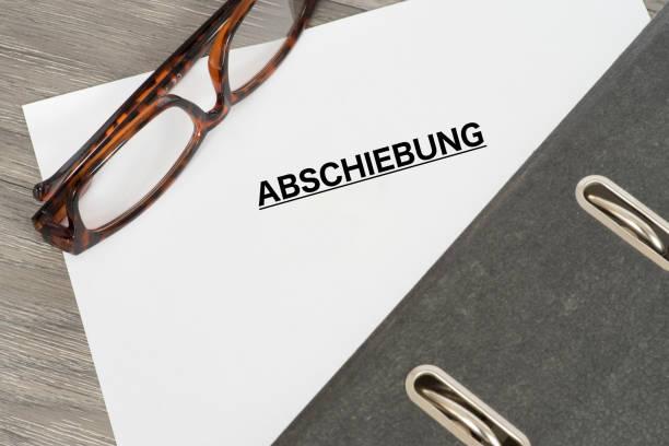 Ein Ordner Und Ein Dokument Mit Dem Johanniskraut Abschiebung – Foto