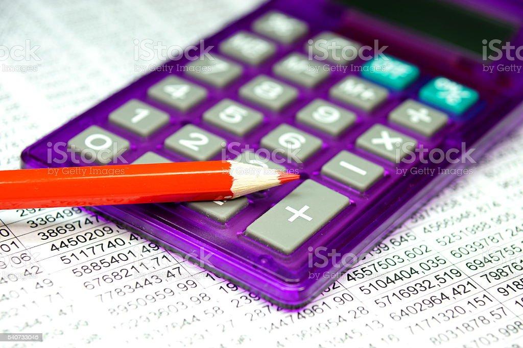 Ein Taschenrechner und roter Stift stock photo