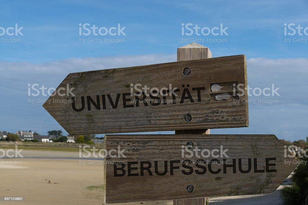 Ein Wegweiser Universität Berufsschule stock photo