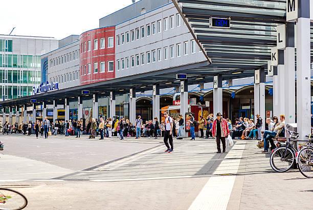 eindhoven railway station - eindhoven stockfoto's en -beelden