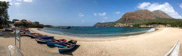 eine bucht bei tarrafal auf santiago der kap verden - kapverdische inseln stock-fotos und bilder