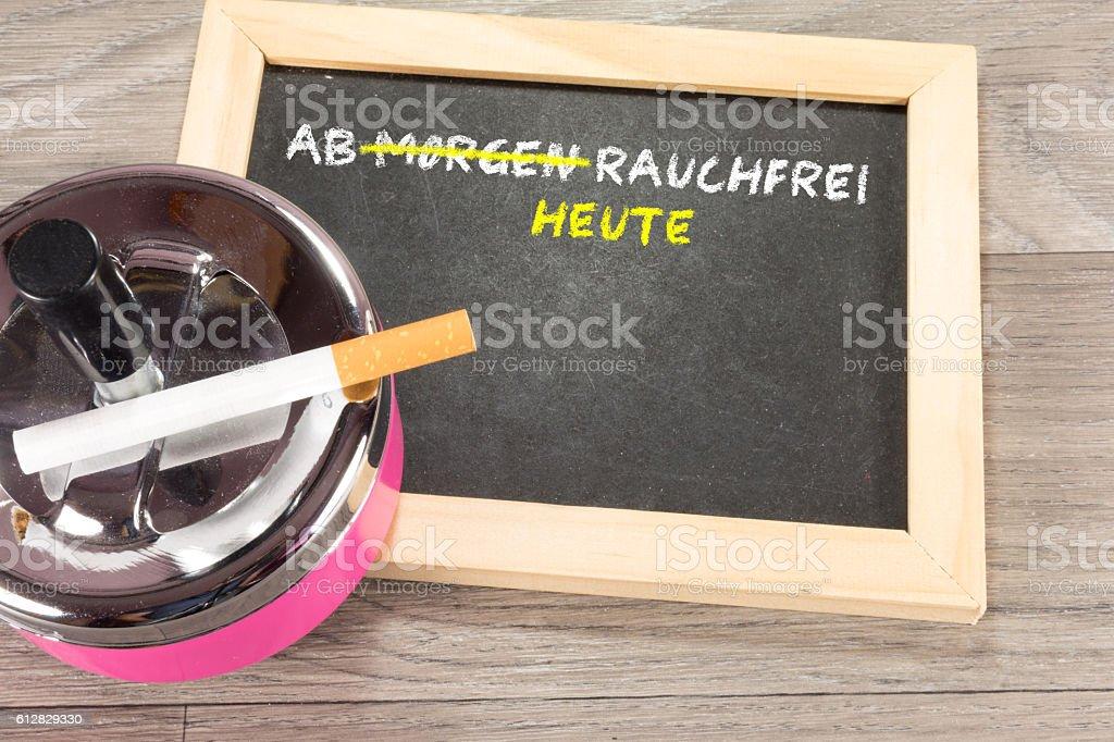 Eine Kreidetafel mit dem Vorhaben das Rauchen aufzugeben stock photo
