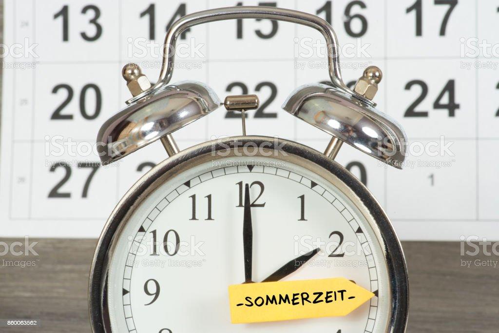 Eine Uhr Und Zeitumstellung von Winterzeit Auf Sommerzeit – Foto