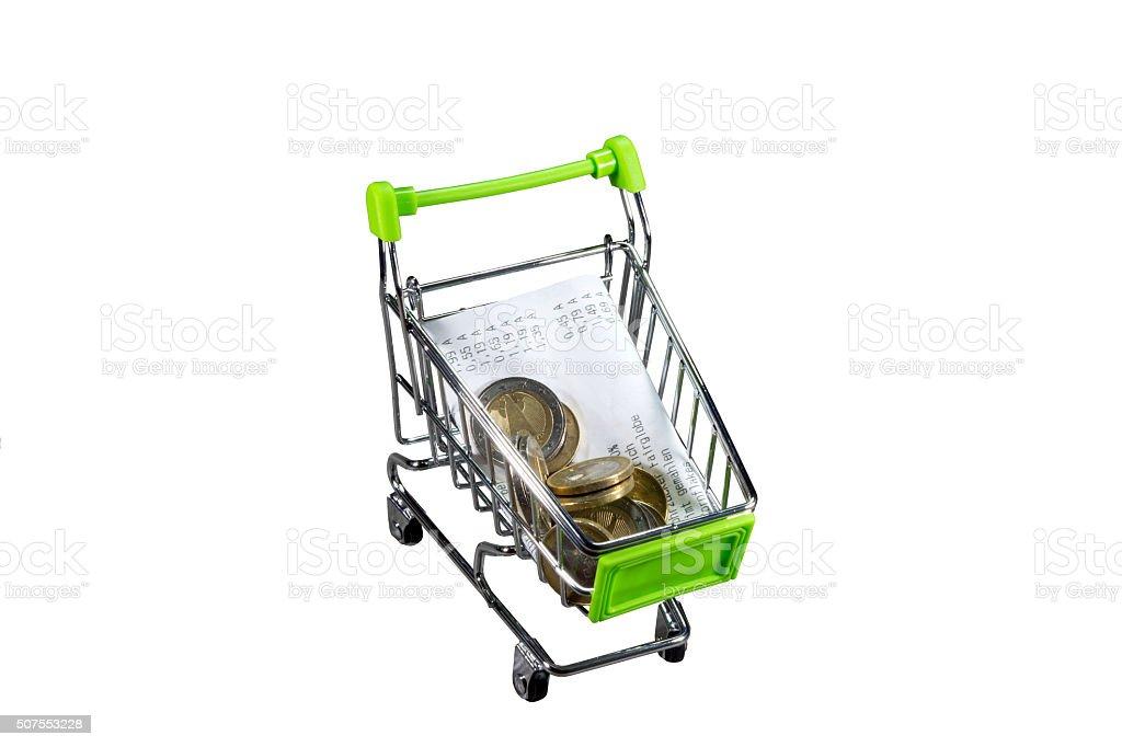 Einkaufswagen und ein Kassenbeleg stock photo