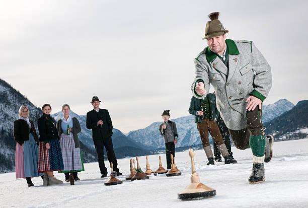 eisstockschiessen, curling auf dem see grundlsee - österreichische kultur stock-fotos und bilder