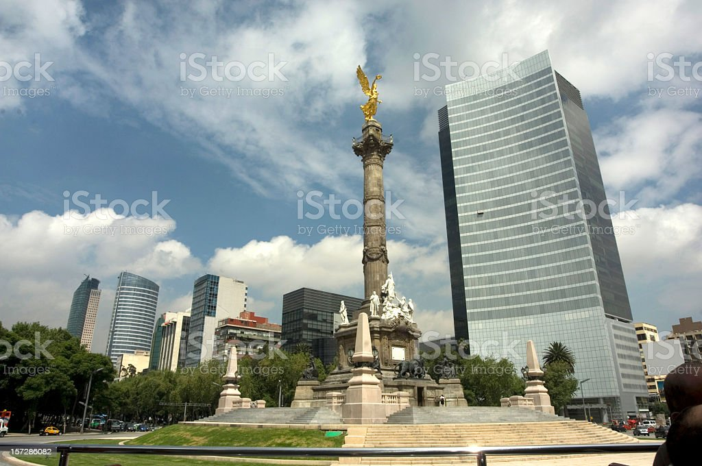 The Angel of Independence and the roundabout Paseo de la Reforma...
