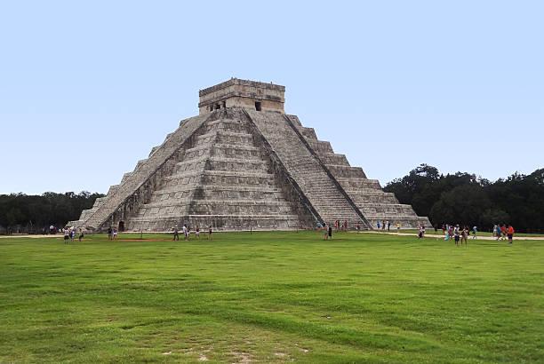 El Castillo a Chichen Itza - foto stock