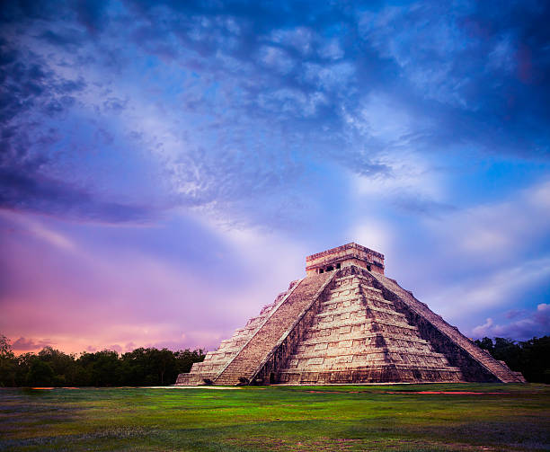 """""""el castillo"""" pyramid in chichen itza, yucatan, mexico - pyramid stock photos and pictures"""