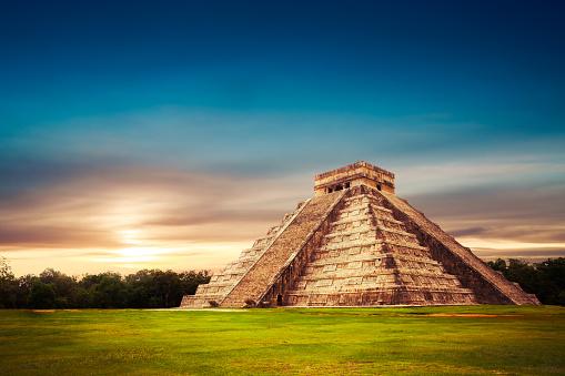 エルカスティーリョ Cm ピラミッドチチェンイツァユカタン州メキシコ - 2015年のストックフォトや画像を多数ご用意