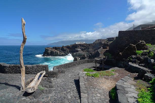 el hierro - rocky coast in pozo de la salud - salud stok fotoğraflar ve resimler