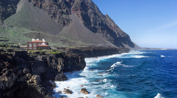 el hierro - pozo de la salud sahil şeridi üzerinde görünüm - salud stok fotoğraflar ve resimler