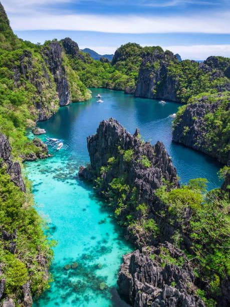 El Nido, Palawan, Philippinen, Luftaufnahme von schönen Lagune und Kalksteinfelsen – Foto