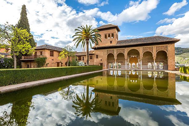 el partal alhambra de granada - アルハンブラ ストックフォトと画像