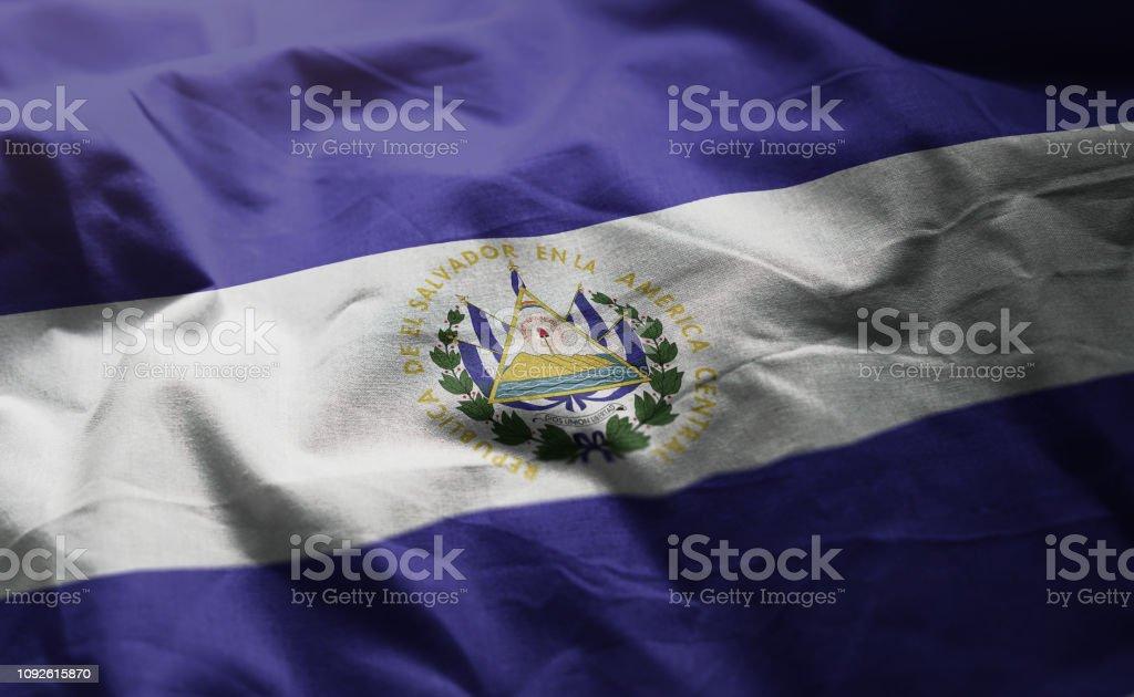Bandera del Salvador revuelta cerca - foto de stock