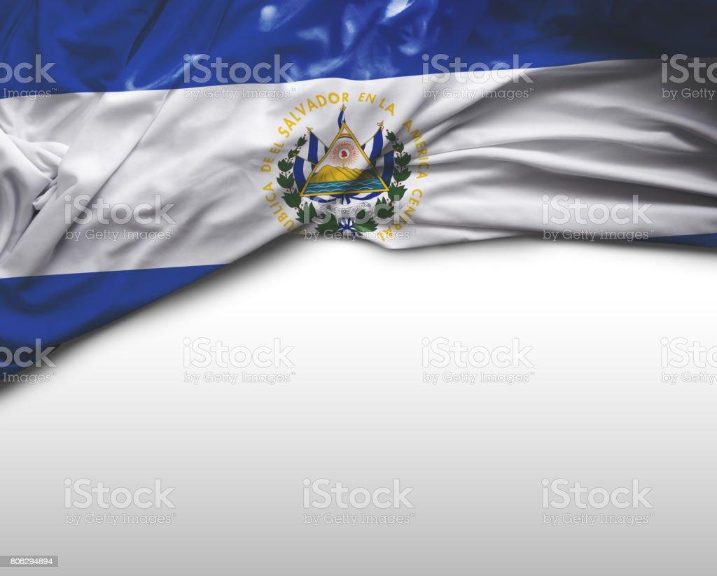 Agitando bandera de El Salvador - foto de stock