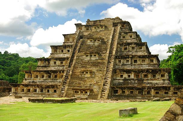 El Tajin Pyramid of the Niches The Niches Pyramid in El Tajin, Veracruz, Mexico el tajin stock pictures, royalty-free photos & images