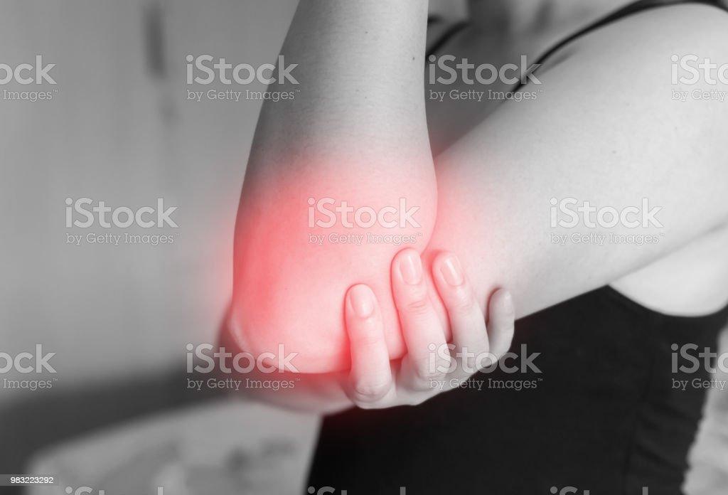 dolor en la mano hasta el codo