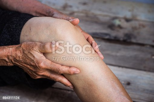 875123630 istock photo elder osteoarthritis 694311124