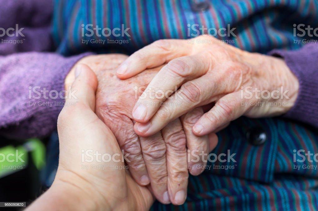 Ältere weibliche Hände – Foto