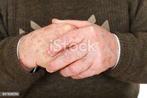 istock Elderly hands 637609250