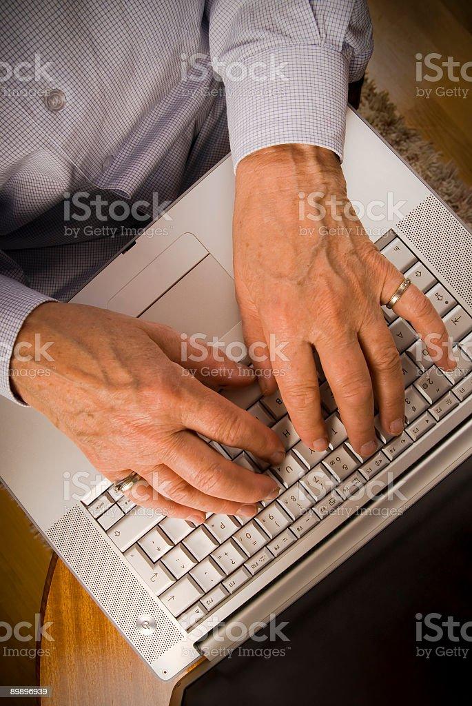 De edad avanzada manos, ver foto de stock libre de derechos