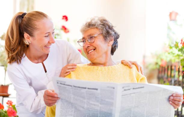 Älterer zu Hause – Foto