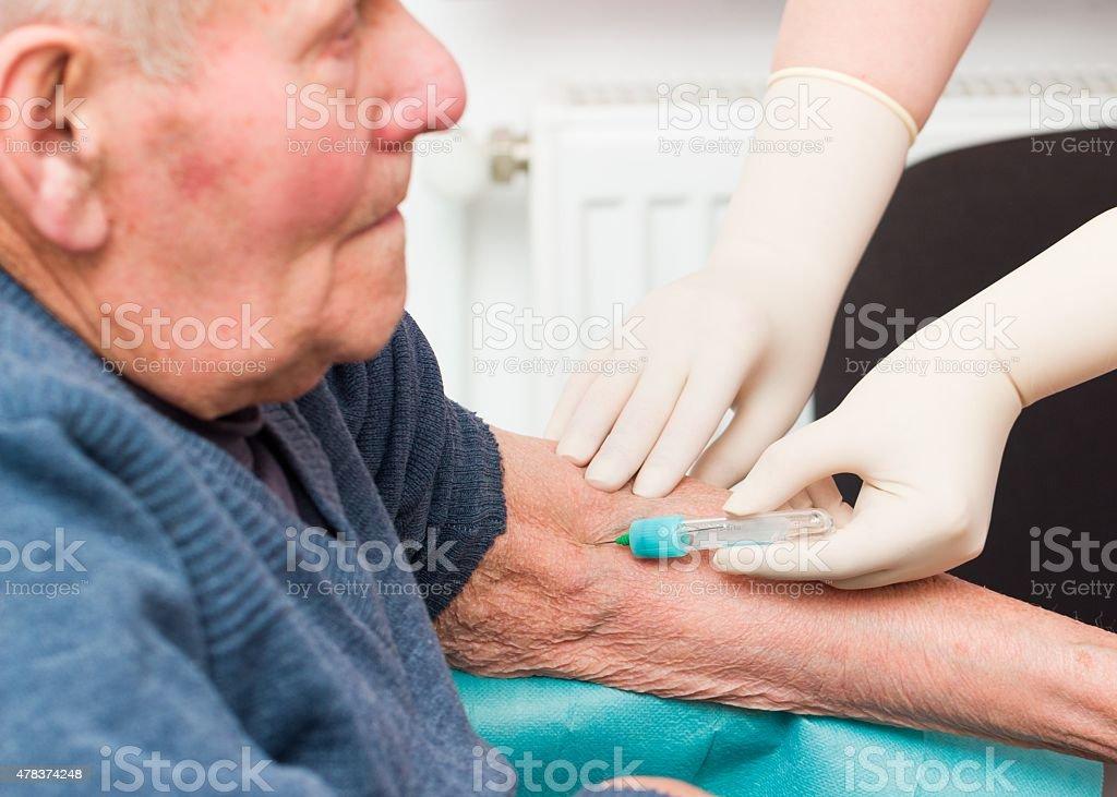 Älterer Mann auf Anticoagulant Behandlung – Foto